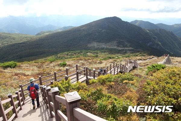 경남 밀양시 천황산.