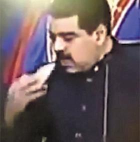 대통령은 연설 중에 간식을 먹고 - 2일(현지 시각) 니콜라스 마두로 베네수엘라 대통령이 수도 카라카스 대통령 집무실에서 대국민 연설을 하다가 갑자기 말을 멈추더니 책상 서랍에서 남미식 만두 '엠파나다'를 꺼내 한입 베어 물고 있다.