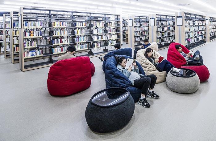 15일 정식 개관하는 마포중앙도서관 자료열람실.