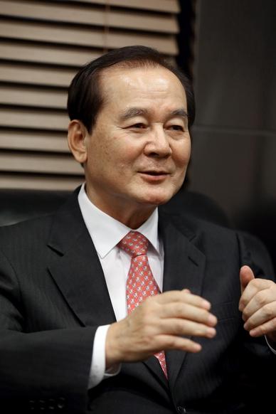 지난 2일 서울 서초동 예일회계법인에서 김우석 회장이 인터뷰를 하고 있다./박상훈 기자