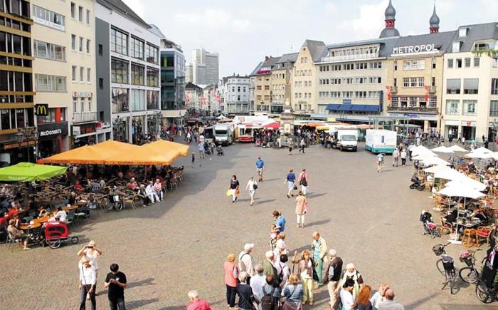 마르크트광장은 시민들로 북적 - 독일의 도시 본의 시가지 한가운데 있는 마르크트광장에서 각종 상점과 레스토랑이 시민들을 맞고 있다.