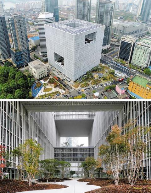 오는 20일 개장하는 아모레퍼시픽그룹의 서울 용산 신사옥. '한국의 미(美)'를 상징하는 백자 달항아리에서 건물 이미지를 착안했다(위 사진). 건물 5층에는 한옥의 건물 속 정원인 '중정'이 있다(아래 사진).