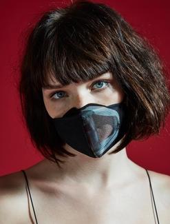 프레카 마스크를 착용하고 있는 모습/ 프레카 제공