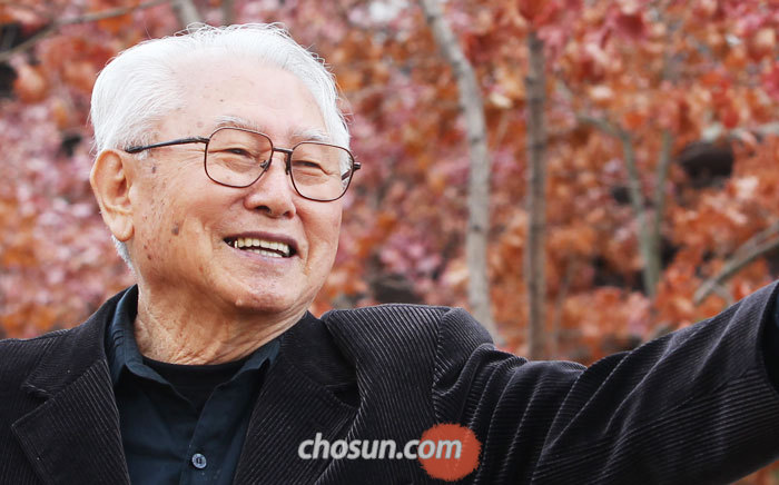 """김성수 주교는'노블레스 오블리주'를 실천하지만 그 단어를 입에 올리지 않는다. 그는""""'5000만이 우리 식구'라는 생각을 가져야 할 때""""라고 말했다. /장련성 객원기자"""