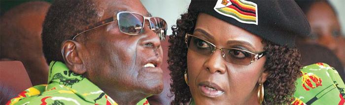 41세 어린 부인에게 대통령 세습하려다… - 지난해 2월 로버트 무가베(왼쪽) 대통령과 그의 41세 연하 부인 그레이스 무가베(오른쪽)가 무가베의 92번째 생일 기념행사에 참석한 모습. 무가베는 부인에게 대통령직을 물려주는 '부부 세습'을 시도하다가 역풍을 맞고 결국 사임했다. 집권 기간 짐바브웨 경제가 파탄 났지만 무가베와 그의 가족은 호화스러운 생활로 국민의 비판을 받았다.