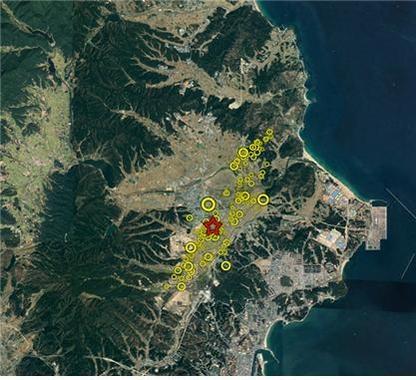포항지진 본진(빨간색)과 여진(노란색) 분포./지질자원연구원 제공