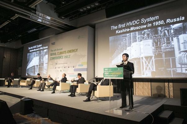 김홍균 한전 계통계획 처장(오른쪽 끝)이 24일 서울 기후 에너지 국제 컨퍼런스에서 발언하고 있다./카이스트 제공