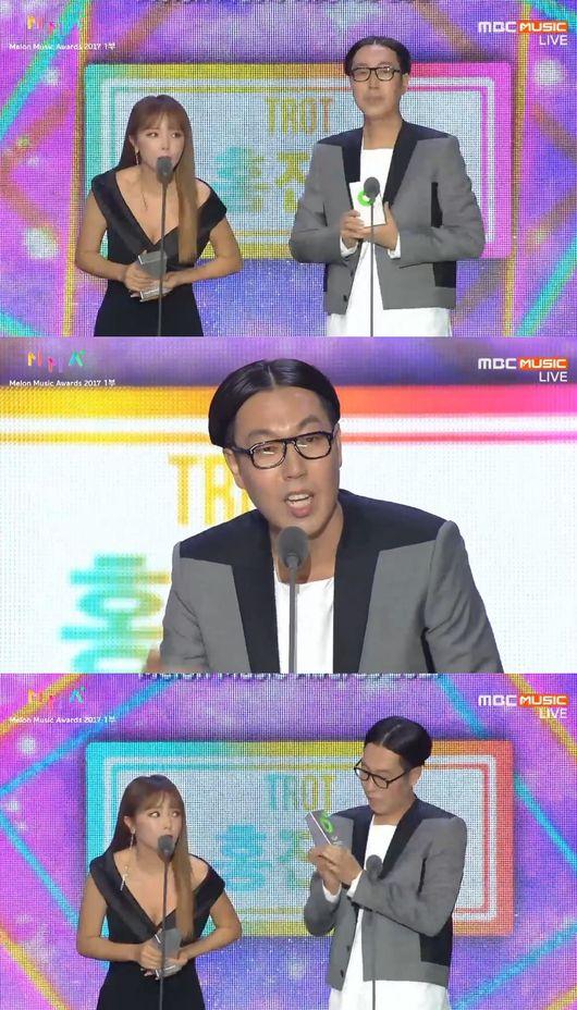 """[2017 멜론뮤직어워드] 홍진영X김영철, 트로트상 수상 """"윤종신·수지 덕분"""""""