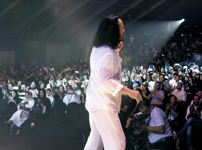 11월 30일 제다에서 열린 야니의 사우디 첫 공연.
