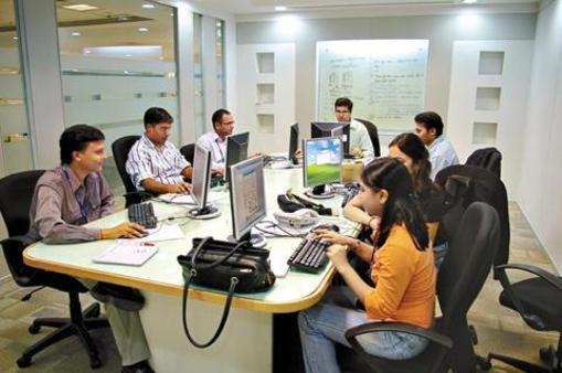 삼성전자 인도법인 소프트웨어 개발자들이 회의를 하고 있는 모습 /조선DB