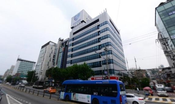 지난달 24일 동원육영회가 삼성생명보험으로부터 190억원에 매입한 삼성생명 미아동빌딩. /네이버지도 캡처