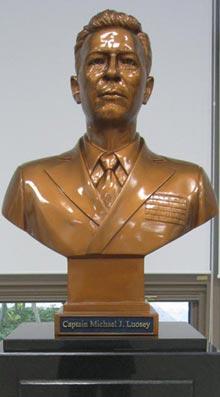 고(故) 마이클 루시(1912~1998) 미 해군 대령의 흉상
