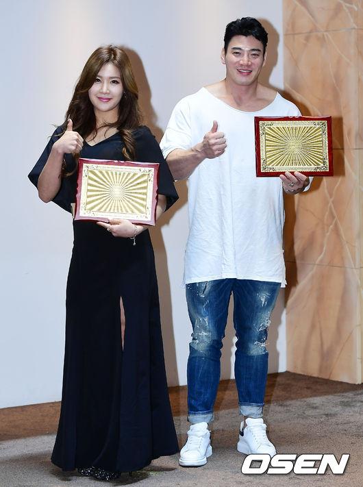 [사진]2017 올해의 니카코리아 상을 수상한 지연아-김창근 선수