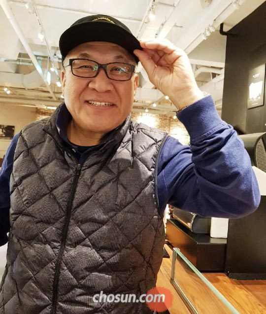 """최성룡씨는""""2004년 북한에서 처음으로 국군 포로 유해(遺骸)를 들고 나왔다""""고 말했다."""