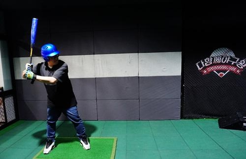 혼놀족(혼자 노는 사람들)에게 인기인 '스크린 야구장'. /한국창업전략연구소 제공