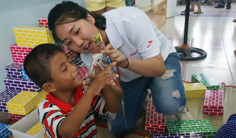 SK는 22년째 베트남에서 얼굴 기형 어린이 무료 수술 활동을 펼치고 있다./각사 제공