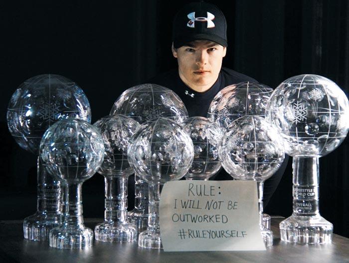 킹스버리는 FIS(국제스키연맹) 모굴 스키 월드컵과 프리스타일 종합에서 1위를 차지하며'크리스털 글로브'트로피를 수집하고 있다.