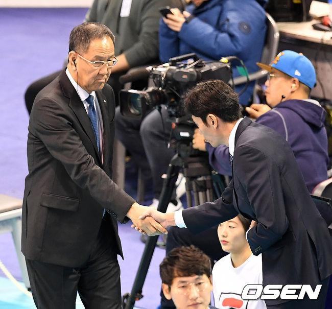 [사진]박기원 감독-신진식 감독,'멋진 경기 해봅시다'