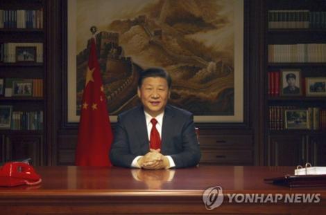 시진핑 중국 국가주석은 베이징 중난하이 집무실에서 발표한 2018년 신년사에서 중국의 위대한 발전은 인민이 창조했기 때문에 인민이 공유해야한다며 인민을 위한 민생업무를 강조했다. /연합뉴스