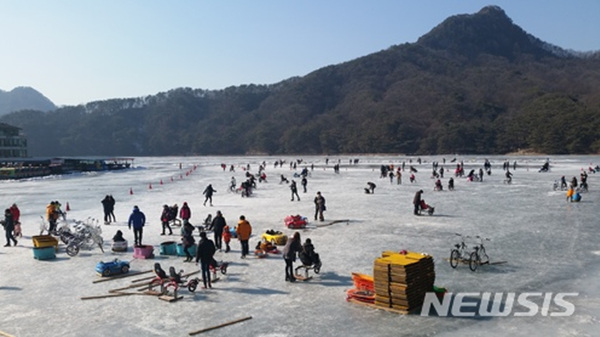 경기 포천시 산정호수 썰매 축제.