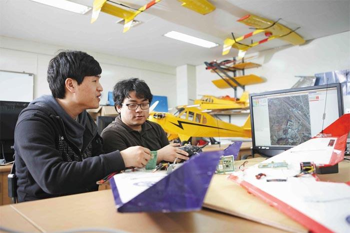 한국항공대는 세계적 수준의 항공우주 특성화 대학으로 발전해 나가고 있다.