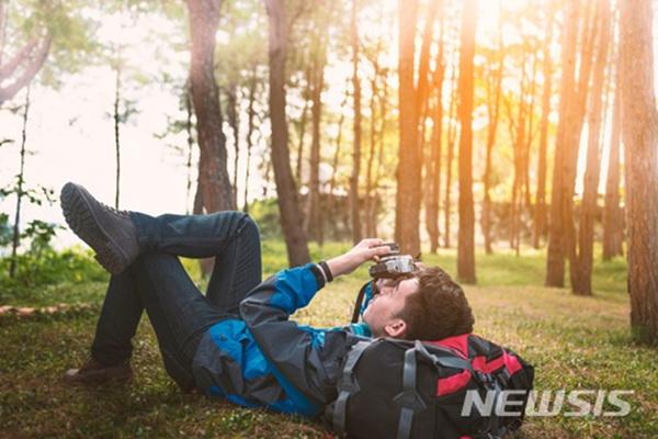 '혼행도 진화한다'…2018 여행 트렌드 예측