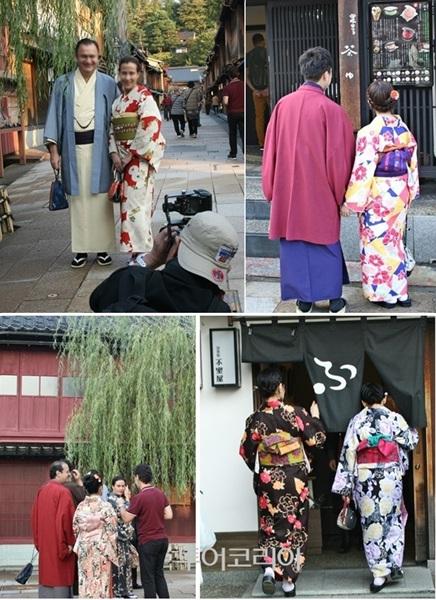 기모노 입고 히가시차야거리 여행을 즐기는 관광객들
