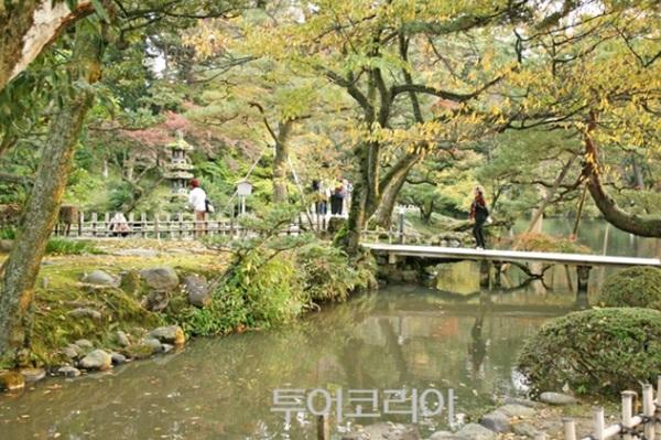 ' 겐로쿠엔'의 가을 풍경이 멋스럽다.