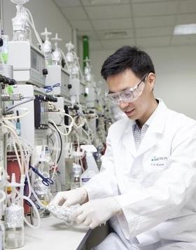 셀트리온 연구원이 인천 송도 셀트리온연구소에서 바이오시밀러 연구개발(R&D)을 하고 있다. / 셀트리온 제공