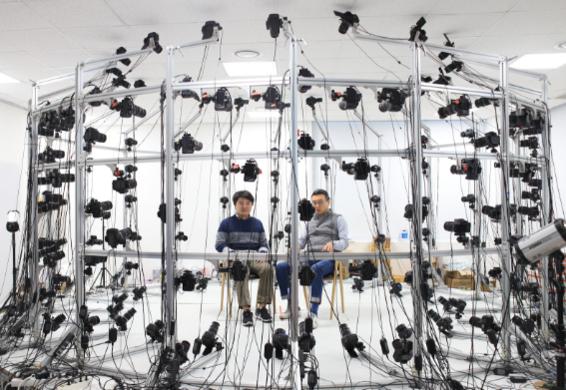 손우람 CEO와 노정석 CSO가 리얼리티리플렉션의 디지털 스캐닝 스튜디오에서 기능에 대해 설명 중이다. /김범수 기자