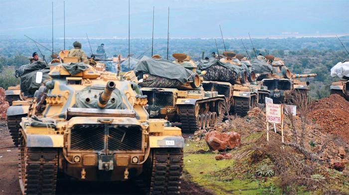 터키軍, 시리아 국경으로 집결 - 21일(현지 시각) 시리아와 국경을 맞대고 있는 터키 하타이주(州) 하사 인근에 터키 육군 전차들이 집결해 있다. 터키군은 지난 20일부터 지상군까지 투입해 시리아 내 쿠르드족 점령 지역인 아프린주 공격에 나섰다.