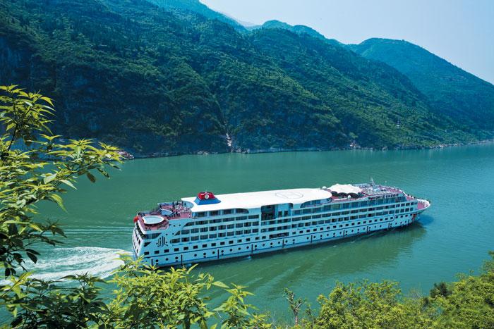 장강삼협 리버크루즈 여행은 중국인이라면 누구나 한번 가보고 싶어 한다는 절경의 장강삼협 구간을 둘러본다.