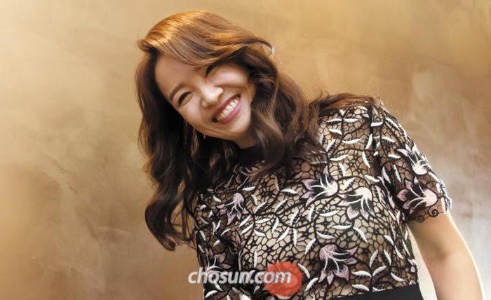 22일 서울 광화문에서 만난 임선혜가 카메라 앞에서 파안대소했다.
