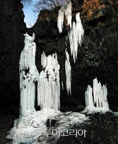 재인폭포 겨울 풍경 ⓒ이명래