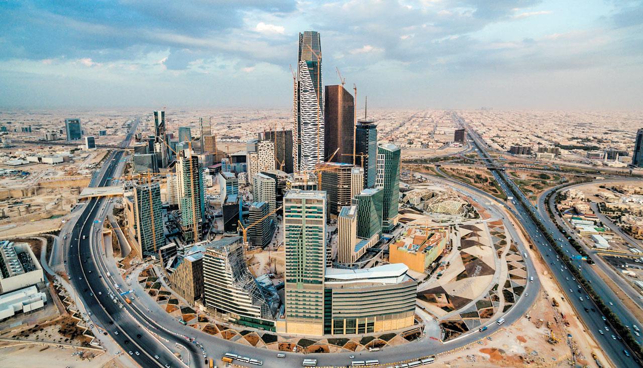 사우디아라비아가 수도 리야드 북쪽에 사업비 100억달러를 들여 조성하는 '킹 압둘라 금융지구(KAFD)'. 두바이와 더불어 '사막의 마천루 숲'으로 기대를 모으고 있다. / 블룸버그