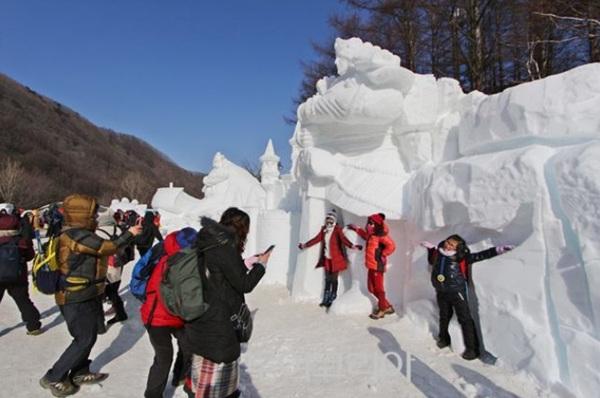 상상력으로 조각한 겨울풍경 '태백산눈축제'가 두배로 즐거워진다!
