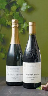 홈플러스가 세계적인 명성의 영국 '베리 브라더스 앤 러드'와 손잡고 국내 선보인 프리미엄 와인 브랜드 '더 와인 머천트'. 더 와인 머천트는 스페인, 프랑스, 이탈리아 등 유럽의 엄선된 와인으로 구성된다.