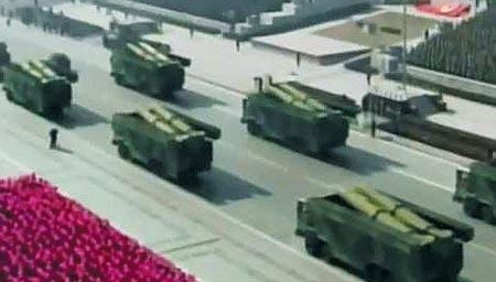 8일 북한 열병식에서 처음 공개된 '독사(KN-02)' 개량형 단거리 미사일.