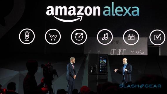 아마존의 인공지능 비서 '에코'는 가전 분야의 인공지능 생태계의 허브 기기로 자리잡았다는 평가를 받고 있다. LG전자 등 세계의 가전 기업들이 아마존의 인공지능 비서인 '알렉사'와 연동되는 제품들을 다투어 출시하고 있다./사진=LG전자