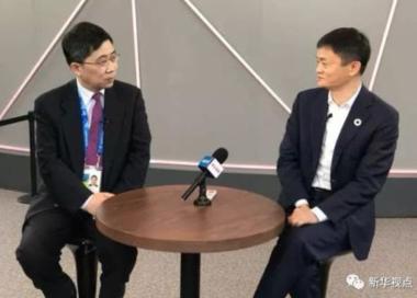 마윈 알리바바 회장(오른쪽)은 중국 관영 신화통신과의 인터뷰에서 기술로 올림픽을 새로운 단계로 끌어올리고 싶다고 말했다.  /신화통신
