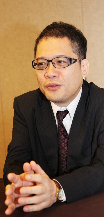 일본 바둑의 현황과 미래에 대해 소견을 밝히고 있는 야마시로 일본 대표팀 감독.