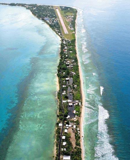 투발루 수도 푸나푸티가 있는 폰가팔레섬 모습.
