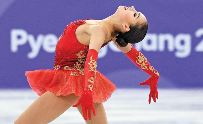 'OAR(러시아 출신 올림픽 선수)'자격으로 평창 동계올림픽에 출전한 알리나 자기토바가 12일 열린 피겨스케이팅 단체전 여자 프리스케이팅에서 발레'돈키호테'의 음악에 맞춰 연기하고 있다.