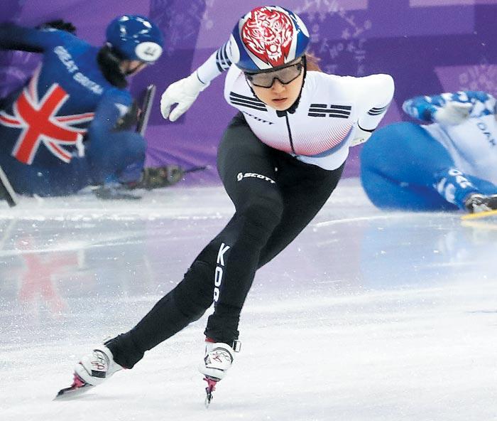 최민정이 지난 10일 강릉 아이스아레나에서 열린 평창올림픽 쇼트트랙 여자 500m 예선에서 전력 질주하고 있다.