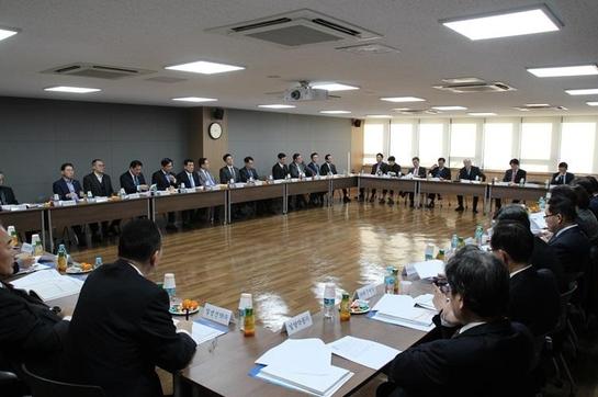 13일 개최된 한국제약바이오협회 제1차 이사회에 참석한 협회 이사장단사와 이사사 대표들이 2018년도 사업계획과 예산안 등을 의결했다. / 한국제약바이오협회 제공