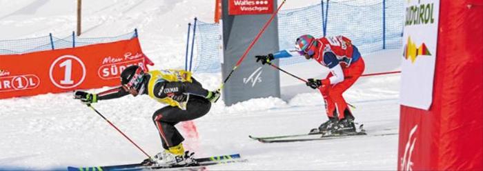스키 크로스의 피니시 장면. 이 종목에선 신체 한 부분이 먼저 들어오면 골인으로 인정되기 때문에 선수들은 막판에 주로 손가락을 쭉 뻗는다.