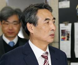 취임식에 참석하는 민중기 서울중앙지법원장.