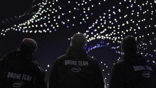 인텔 드론 라이트쇼(Intel Drone Light Shows)그룹 엔지니어. / 인텔 제공