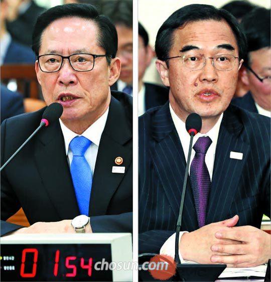 송영무(왼쪽 사진) 국방부 장관이 20일 국회 국방위원회 전체회의에 출석해 의원 질의에 답변하고 있다.