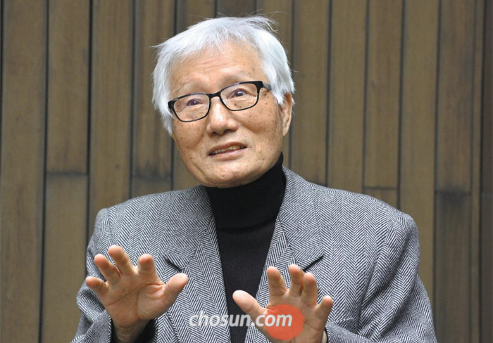 """민속학자인 김광언 명예교수는 30여년 동안 한국과 일본, 중국을 누비며 동아시아의 뒷간·놀이·부엌·우물 등에 관한 비교연구를 했다. 그는 """"한·중·일의 주거민속은 같은 듯 다르고 다른 듯 같다""""고 했다."""
